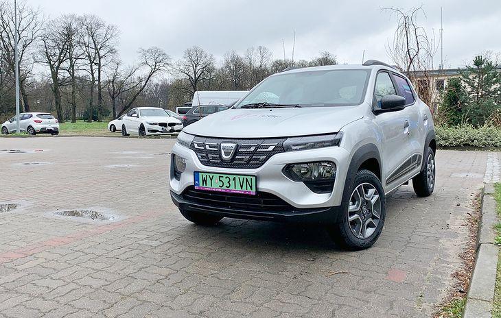 Dacia Spring jest najtańszym elektrykiem w Polsce, ale nawet Renault zdaje sobie sprawę, że nie podbije nim serc klientów indywidualnych. Nie tędy droga dla aut elektrycznych. One nie muszą być tańsze, by je kupować. To my musimy więcej zarabiać.
