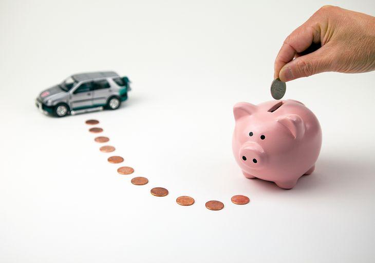 Posiadanie samochodu wiąże się z wydatkami. Można jednak spróbować trochę zaoszczędzić.
