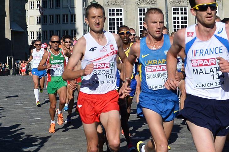 Henryk Szost (biała koszulka, czerwone spodenki) podczas maratonu na Lekkoatletycznych Mistrzostwach Europy w Zurychu w 2014 roku.