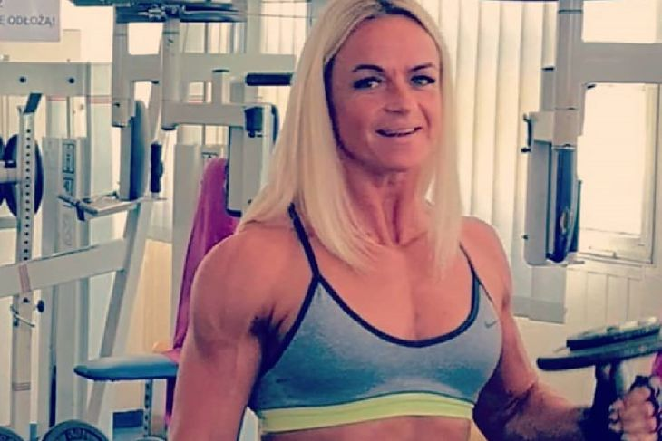 Dorota Ogonowska podczas treningu siłowego.