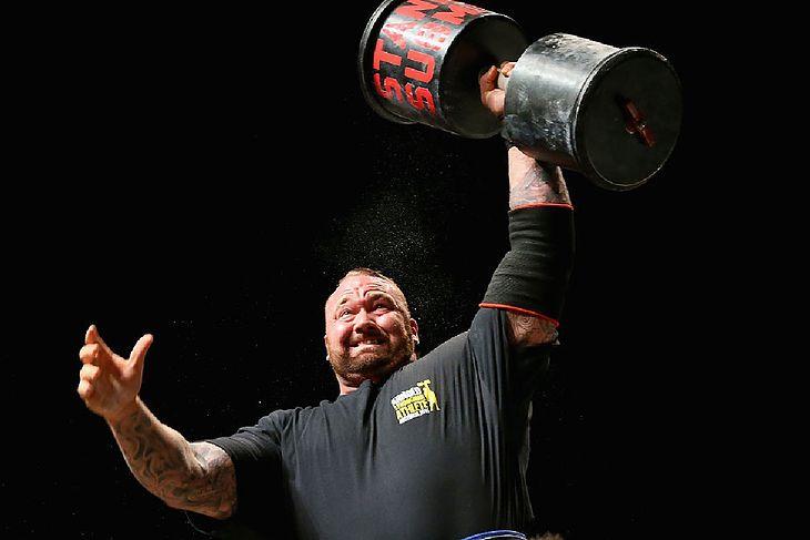 Hafthor Bjornsson podczas zawodów strongmanów