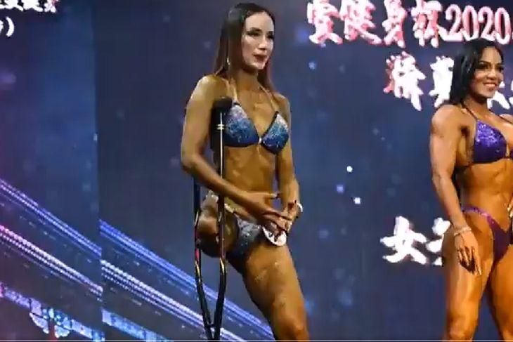 Jednonoga Gui Yuna na zawodach kulturystycznych.