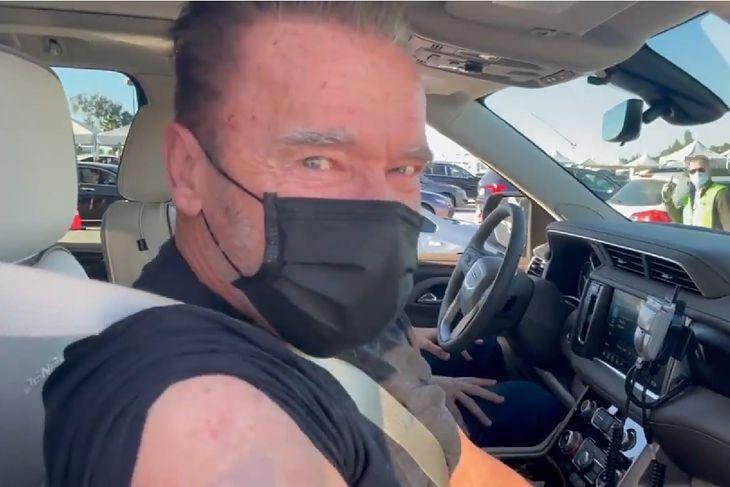 Arnold Schwarzenegger po szczepieniu na koronawirusa.