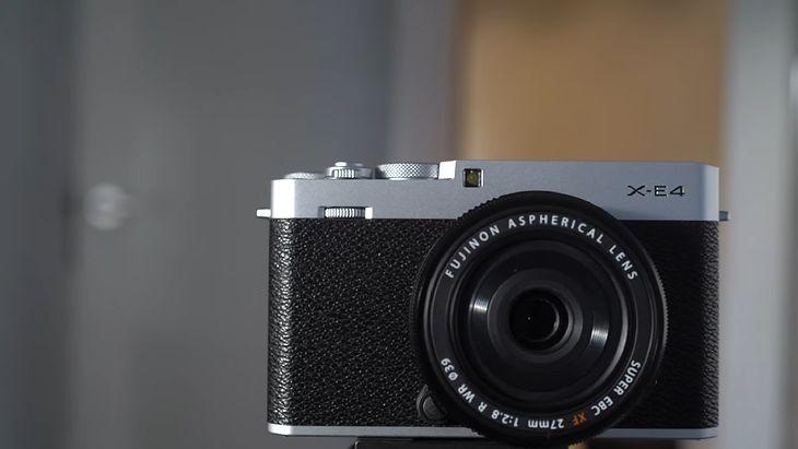 Nowy aparat bezlusterkowy Fujifilm X-E4