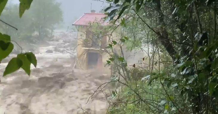 Huragany i powodzie odcinają od świata francuskie miasta