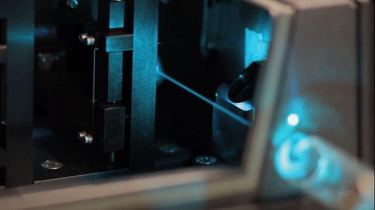"""Laser pełniący rolę """"lampy błyskowej"""""""