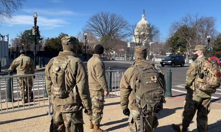 Żołnierze pilnują Kapitolu. Niezwykłe zdjęcia trafiły do sieci