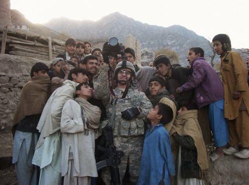 Afgańscy wojownicy sfilmowaniu Canonem 5D Mark II