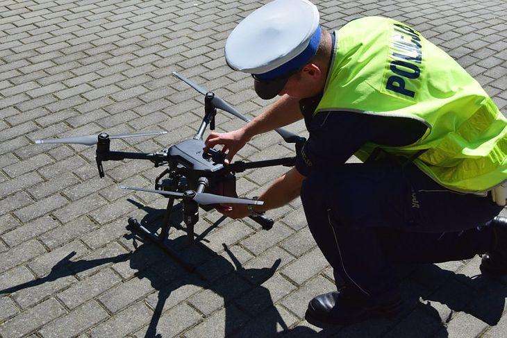 Policja wykorzystuje drony w drogówce