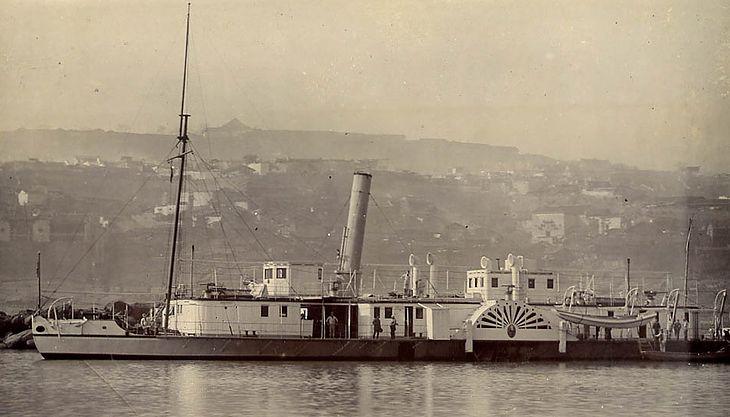 HMS Kinsha na rzece Jangcy (fot. J. Curnow)