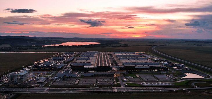 Fabryka Mercedesa w Jaworze rozpoczyna produkcję baterii do samochodów hybrydowych i elektrycznych