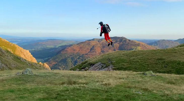 Plecak odrzutowy wyniesie ratownika górskiego na szczyt w zaledwie 90 sekund