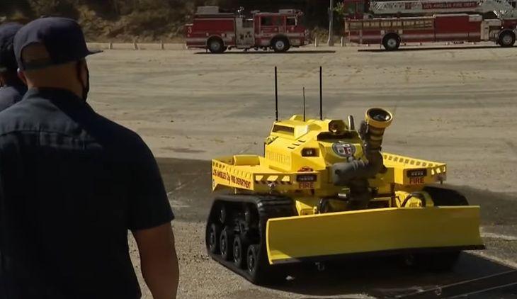 USA. Straż Pożarna Los Angeles zaprezentowała robota Thermite RS3. Maszyna wzięła już udział w pierwszej akcji gaśniczej