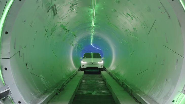 Tesla w tunelu The Boring Company