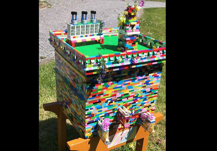 Klocki LEGO posłużyły jako budulec dla pszczelego ulu