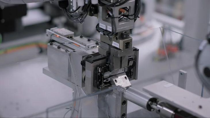 Daisy—robot Apple do recyklingu (JBey4you / YouTube)