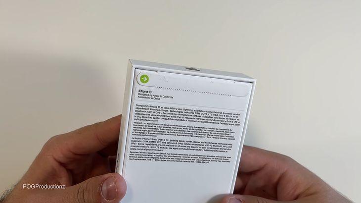 El empaque del iPhone 13 tiene dos sellos