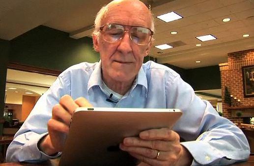 Seniorzy nie lubią elektronicznych gadżetów? (fot. unorganizedramblings.com)