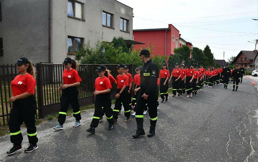 Obóz młodzieżowej drużyny strażackiej. Prawie same dziewczyny