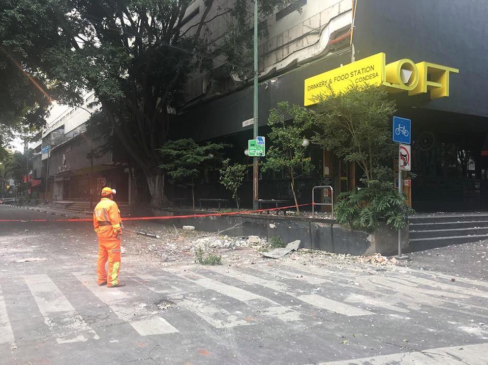 Budynek uszkodzony w wyniku trzęsienia ziemi w Mieście Meksyk