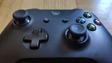 Pady do konsol Xbox One i Xbox Series