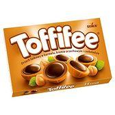 Toffifee Orzech laskowy w karmelu kremie orzechowym i czekoladzie 125 g (15 sztuk)