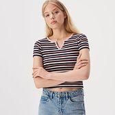 Sinsay - Krótki t-shirt w paski - Wielobarwny