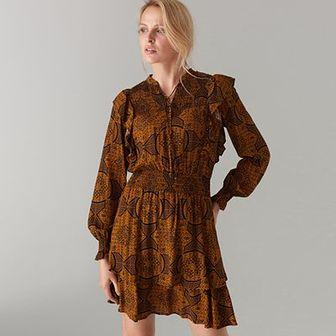 Sukienka z wiązaniem przy dekolcie