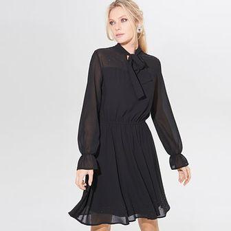 Rozkloszowana sukienka z aplikacją