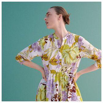 Reserved - Wzorzysta sukienka midi - Wielobarwny