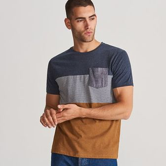 Reserved - T-shirt z kieszenią - Granatowy