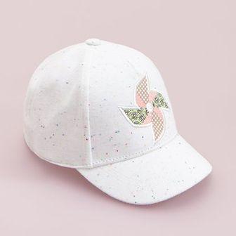 Reserved - Bawełniania czapka z daszkiem i aplikacją - Kremowy