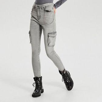 Jeansy high waist z łańcuchem
