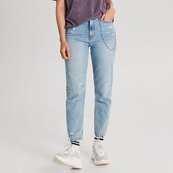 Mom jeans z łańcuchem