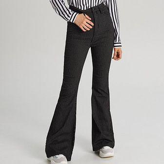 Jeansowe spodnie typu dzwony