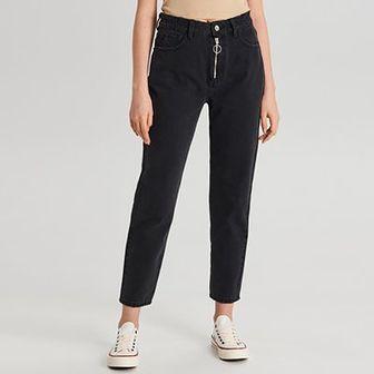 Mom jeans z ozdobnym zamkiem