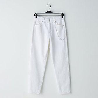Mom jeans ze srebrnym łańcuchem