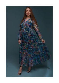 Długa, kolorowa sukienka z kołnierzykiem i falbanami