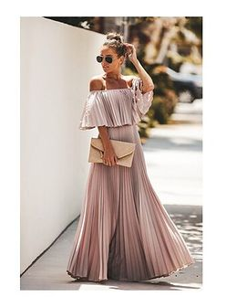 Sukienka Ivet.pl bez wzorów na karnawał z krótkim rękawem maxi różowa z dekoltem typu hiszpanka