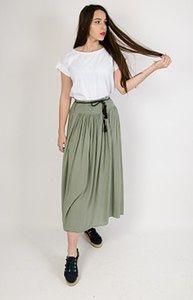 Zielona długa spódnica z szerokim pasem