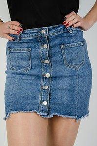 Jeansowa spódnica z kieszeniami oraz rzędem guzików