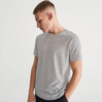 Reserved - Dzianinowy T-shirt w paski - Granatowy