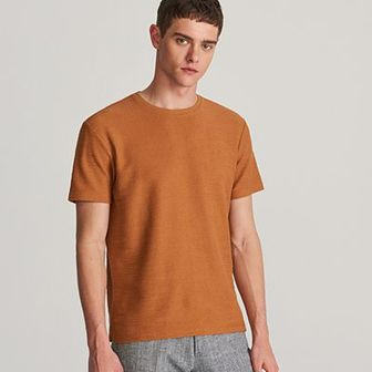 Reserved - T-shirt ze strukturalnej dzianiny - Brązowy