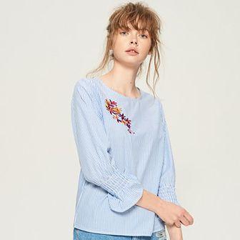 Sinsay - Bluzka z kwiatowym haftem - Niebieski
