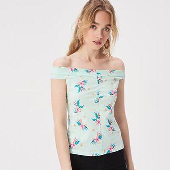 T-shirt z prostym dekoltem